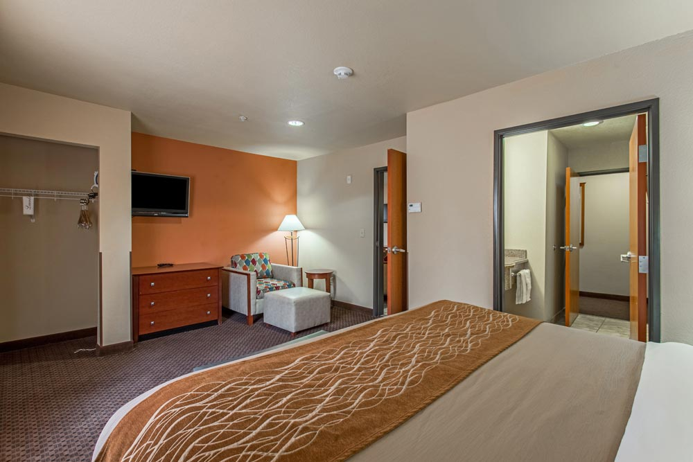 Book Online Well Equipped King Size Room | Hotel Ruidoso